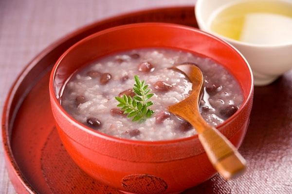 Cháo gạo nếp táo đỏ, mộng nhĩ sẽ lợi sữa cung cấp các chất cho mẹmới sinh