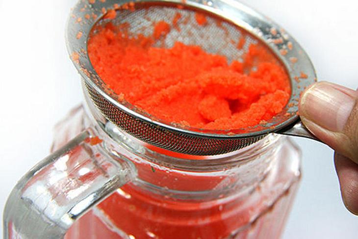 Lọc lấy phần nước cà rốt
