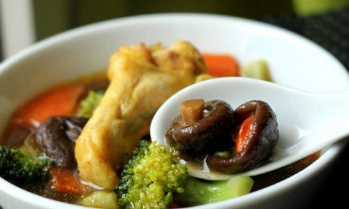 Cách làm gà om nấm: Món ăn bổ dưỡng và thơm ngon cho cả gia đình