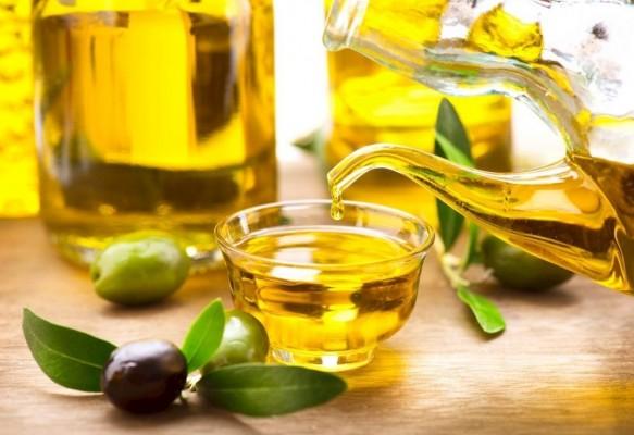 Trị mụn thâm bằng dầu oliu